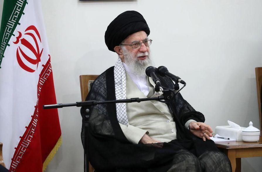 Yhdysvallat määräsi pakotteita Iranin korkeimmalle johtajalle ajatollah Ali Khameneille.