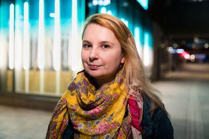 """Pyörän takavalosta tuli viimeinen niitti Katja Klamille, ja hänen kaltaisiaan on Suomessa jopa 300 000: """"Mitä nopeammin valo välkkyy, sitä varmempi migreeni"""""""