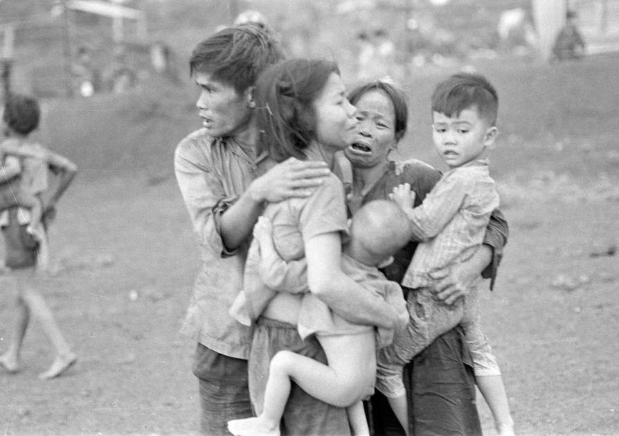 Valokuvaajat ikuistivat Vietnamin sodan kauhuja valokuviin, joista tuli aikansa ikoneita.