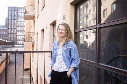 Pornoaiheinen gradu vei seksibloggariksi ja kirjailijaksi: Kirjailija Henriikka Rönkkönen ammentaa tarinoita häpeästä ja huonosta olosta