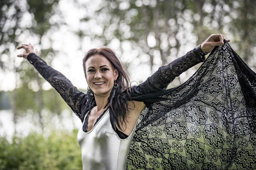 Soolouralla jatkava Mira Luoti esiintyi Qstockissa lauantaina.