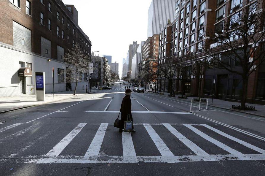 New Yorkin kadut ovat nyt tyhjiä. Osavaltiossa tarvittaisiin kolme kertaa niin paljon sairaalapaikkoja kuin siellä on.