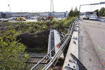 Kuopion turmabussin pohjoissuomalainen kuljettaja lähes kahden vuoden ehdottomaan vankeuteen – Suuronnettomuudessa kuoli neljä, kun bussi syöksyi junaraiteille