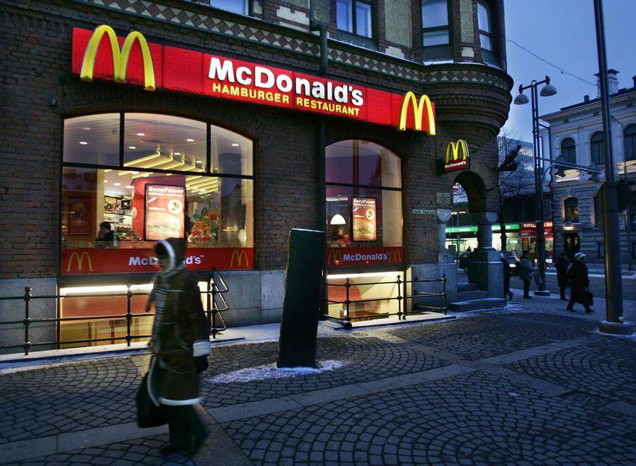 Huhtamäki toimittaa pillejä McDonald'sille Eurooppaan. Arkistokuva Tampereelta.