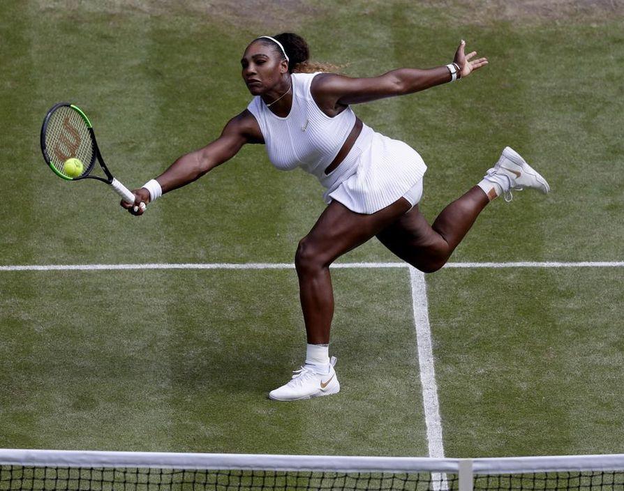 Serena Williams voitti välierässä Tshekin Barbora Strycovan.