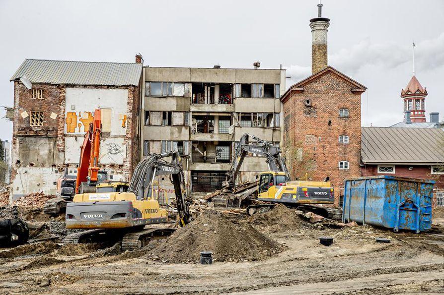 Tonteille on kahdessa korttelissa kaavoitettu kaikkiaan yhdeksän asuintaloa, jotka rakennetaan ajallaan kysynnän mukaan.