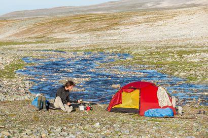 Vuosi erämaassa – oululainen Erno Saukko vaelsi vuoden aikana 2 500 kilometriä pohjoisen erämaissa kokeakseen pohjoisen luonnon koko vuodenkierron