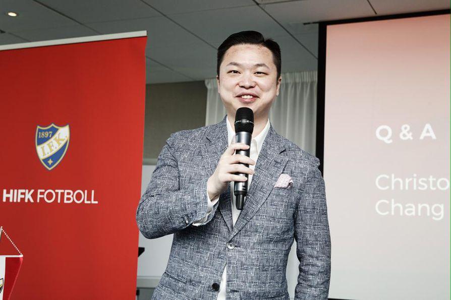 Miesten jalkapalloliigassa pelaavan HIFK:n uusi pääomistaja on Chang Jin. Kiinalaisen tulo seuran taustalle on herättänyt paljon kysymyksiä.