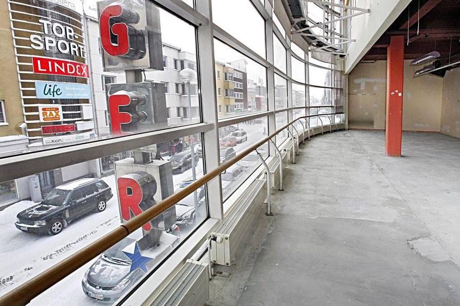 Helmikuussa City-talo oli vielä remontin kourissa. Nyt siinä toimii ruotsalainen vaateliike Ginatricot sekä Hesburger-pikaruokaravintola.