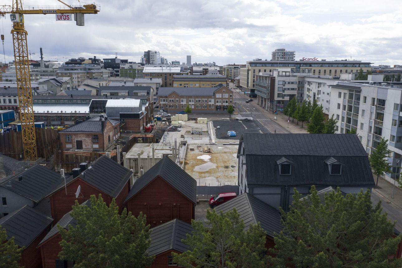 """Mitä kaupunki voi tehdä Torihotellille, jos työmaalla ei vieläkään edetä? – Kuntaliiton lakimies: """"Ihan heti ei tule vastaavaa mieleen"""""""