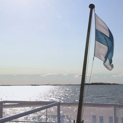 Suomen Majakkaseuran väki seilaa Oulu-laivan risteilyllä katsomassa alueen majakoita