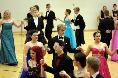 Kipuraja menee 500 eurossa – Katso kuvagalleria takavuosien tansseista