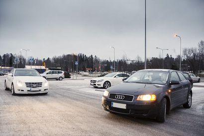 """Joka neljäs kuljettaja jättää vilkuttamatta liikenneympyrästä poistuessaan –""""Seuraukset kertautuvat muille tielläliikkujillle"""""""