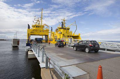 Finnferries: Lähestyvä myrsky ei toistaiseksi anna aihetta muutoksille Hailuodon lauttaliikenteeseen