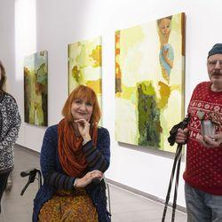 Taiteilijat avaavat  tarinoita teostensa takaa Kemin taidemuseon näyttelyssä - kuvataiteiljat kertovan töistään myös videoilla