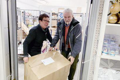 Haaparantaan jätetään nyt paljon paketteja Suomesta – Matkahuolto lisää rahtikuljetuksia Tornion kautta Ruotsiin