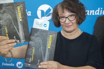 Pohjoismaisen neuvoston kirjallisuuspalkinto suomalaiskirjailija Monica Fagerholmille – palkittu teos käsittelee naisiin kohdistuvaa väkivaltaa ja sen seurauksia