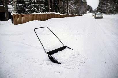 Lumenaurauksesta ja liukkauden torjunnasta saa kotitalousvähennystä – Puolisot voivat saada vähennystä yhteensä jopa 4 500 euroa