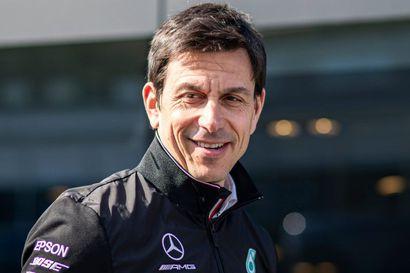 Mercedeksen kultasormi Toto Wolff perusteli, miksi talli vastusti F1:n aika-ajouudistusta