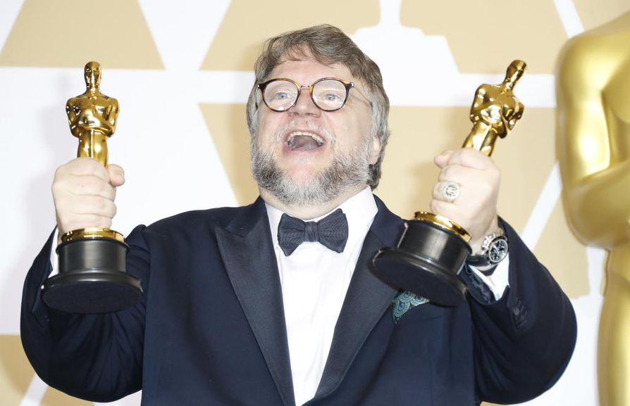 Meksikolaisohjaaja Guillermo del Toro voitti parhaan ohjaajan Oscarin elokuvasta
