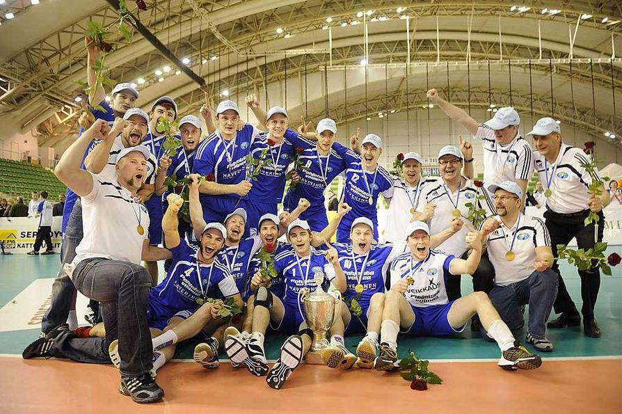 Sun Volleyn voittolaulut raikasivat Kuopiohallissa.