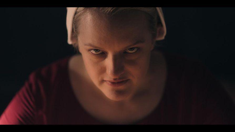 Elisabeth Moss tekee vaikuttavaa työtä Junena The Handmaid's Talen kolmannella tuotantokaudellakin.