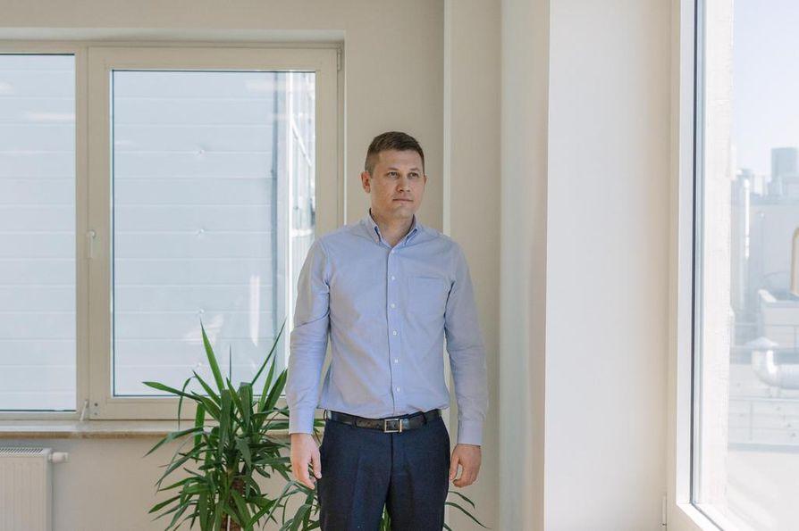 Maksim Kijaev korostaa sijaissynnyttäjille, että raskauteen on suhtauduttava vakavasti ja vieläpä vastuullisemmin kuin omaan raskauteen.
