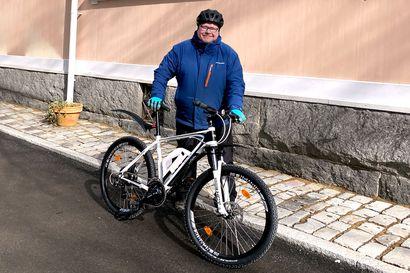 """Riku Suokas vaihtoi auton sähköpyörään – """"Laihdun ja säästän 3000 euroa vuodessa"""""""