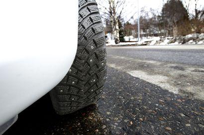 Ota tämä huomioon, jos aiot sunnuntaina auton rattiin: Aamun sarastaessa tiet ovat liukkaita ja ajokeli moni paikoin kehno