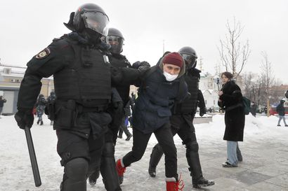 Venäjän kaupungeissa pidätetty jo lähes 2 300 ihmistä – väki vaatii jo toisena peräkkäisenä viikonloppuna Aleksei Navalnyin vapauttamista ja loppua korruptiolle