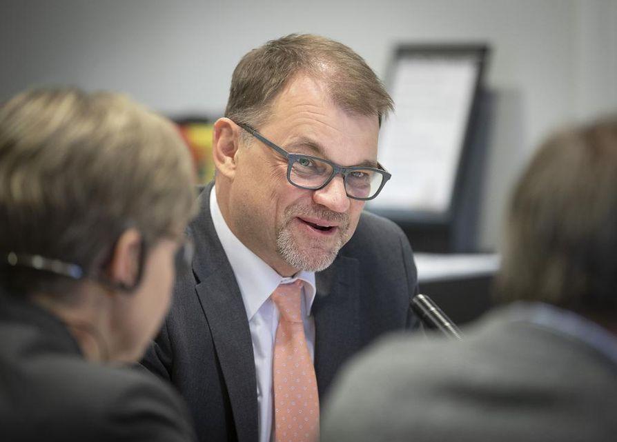 """""""Nyt on toimien ala, toimiala on aiheesta erityistarkkailussa"""", pääministeri Juha Sipilä (kesk.) kirjoitti."""