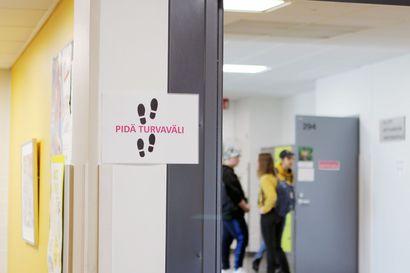 """Kouluissa on todettu useita koronatartuntoja – """"Riski koronan laajamittaisesta leviämisestä lähiopetuksessa on pieni"""""""