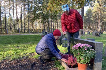 Lisää hautauksia sukuhautoihin – Koillismaalla seurakunnat tarjoavat suvuille vanhojen sukuhautojen uudelleen käyttöä
