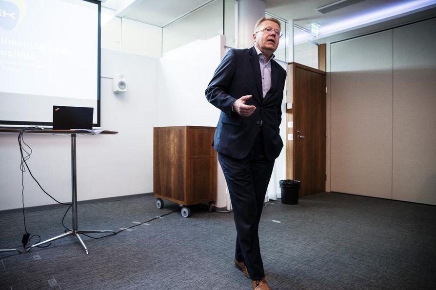 Elinkeinoelämän keskusliiton, EK:n toimitusjohtajan, Jyri Häkämiehen mukaan nyt tarvitaan suoraa yritystukea yritysten ja työpaikkojen pelastamiseksi.