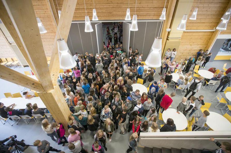 Pudasjärven hirsikoulu avattiin oppilaille keskiviikkona.
