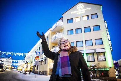 """Tässä minä seison, kun tulin kaupunkilaiseksi –osa oli ylpeitä Rovaniemen muuttumisesta kaupungiksi, osalle se oli lähes merkityksetöntä: """"Näin elämäni ensimmäisen ilotulituksen"""""""