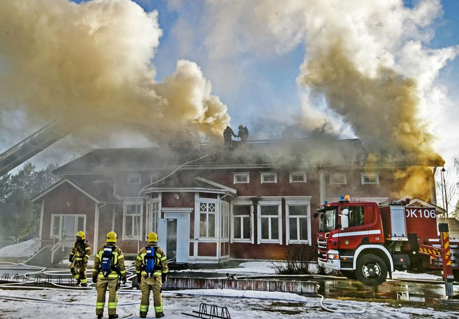 Historiallinen vanha pappila kärsi erittäin laajat palo- ja sammutusvesivahingot tulipalossa.