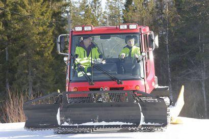 Latujen kunnossapitotaito siirtyy nuoremmille - Jorma Kakkola on palvellut hiihtäjiä kuudella eri vuosikymmenellä.