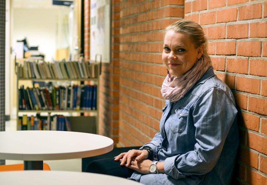 Liiketaloutta opiskeleva Mari Halonen odottaa Linnanmaalle siirtymisessä eniten yhteistyötä kauppakorkeakoulun kanssa. Hänen mielestään tärkeintä on muistaa tiedottaa muuton vaiheista opiskelijoille tarpeeksi näkyvästi ja ajoissa.