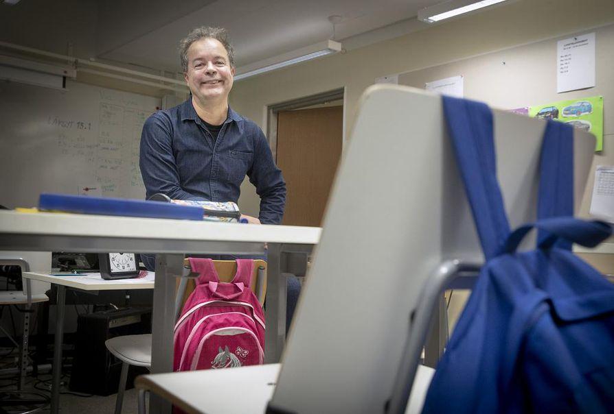Mikko Rautalin on toiminut sairaalakoulun erityisopettajana Peltolassa vuodesta 1997 saakka. Sairaalakoulussa kirjaviisaus on toisarvoista, mukavat kokemukset elämästä ja koulunkäynnistä ensisijaisia.