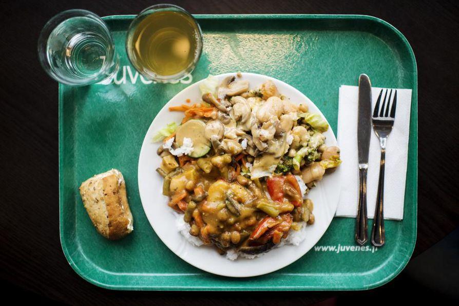 Maailman ruuasta hävikkiin päätyy niin paljon ruokaa, että sillä voisi ruokkia jopa kaksi miljardia ihmistä.