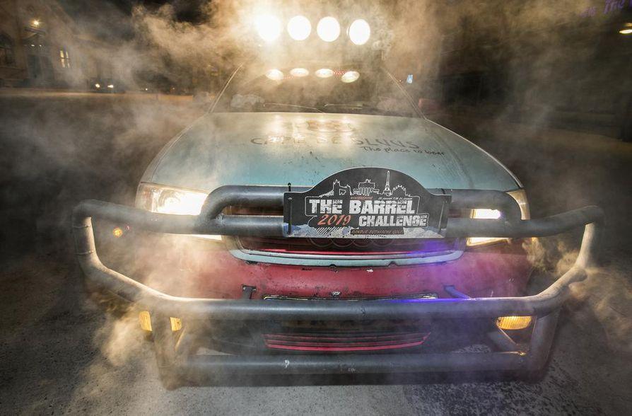 Barrel Team Zwartsluisin teemaan kuuluu, että autot eivät ole saaneet maksaa 500:tä euroa enempää. Niitä on myös somistettu mitä erilaisilla tavaroilla.