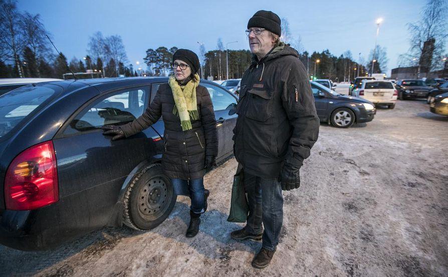 Anne ja Tapio Ojanperä kertovat, että Oulun tapahtumista on keskusteltu eritoten perheen nuorten kanssa. Arkeen rikosepäillyt eivät ole juurikaan vaikuttanut, sillä omat  nuoret ovat jo varttuneempia.
