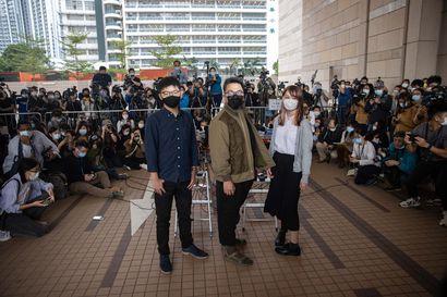 Hongkongissa alkoi maanantaina nuorten demokratialiikkeen tähtien oikeudenkäynti – Joshua Wong ja kaksi muuta tunnustivat syyllisyyden, vangittiin välittömästi