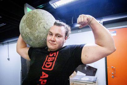 Tyrnäväläislähtöinen Tommi Honka on parissa vuodessa kehittynyt valtavasti lähemmäs Suomen Vahvin mies -kärkeä – Perunamarkkinoilla nuori voimanpesä ottaa mittaa Suomen vahvimmasta