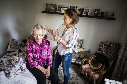 """Vain hoitajat ja kiinteistöt puuttuvat - Ikäihmiset haluttaisiin perhehoitoon Koillismaallakin, mutta sitovuus pelottaa hoitajia: """"Perhehoitoa voi tehdä monella tapaa"""""""