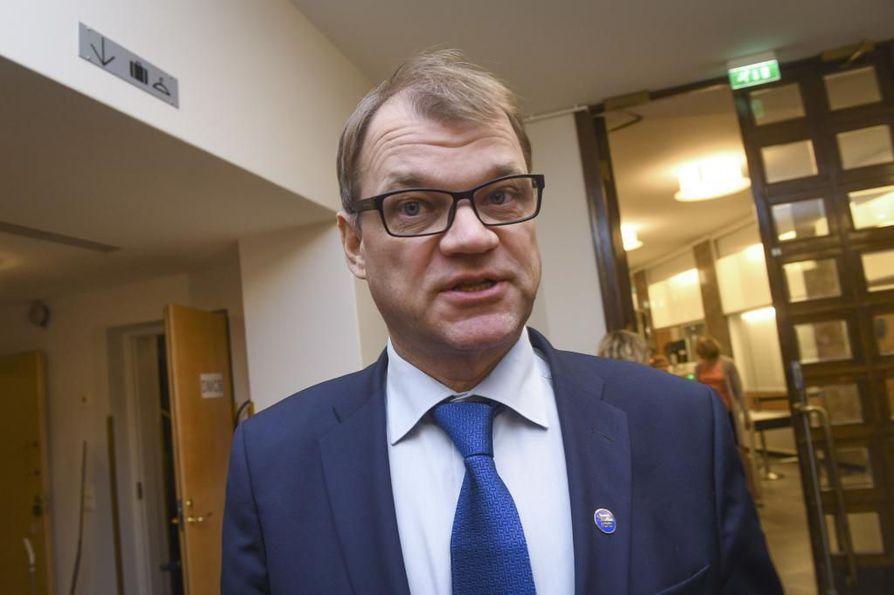 Pääministeri Juha Sipilä (keks.) aikoo kertoa jatkosuunnitelmistaan huhtikuussa puoluevaltuuston kokouksen jälkeen.