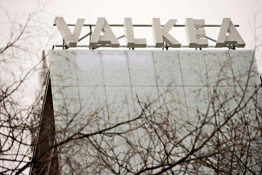 Kauppakeskusjohtaja Anu Junnikkala-Alho kertoi maanantaina, että sunnuntai sujui Valkeassa normaalisti, samoin kuin edellinen viikonloppu. Uhkauksia on käyty läpi henkilökunnan kanssa.