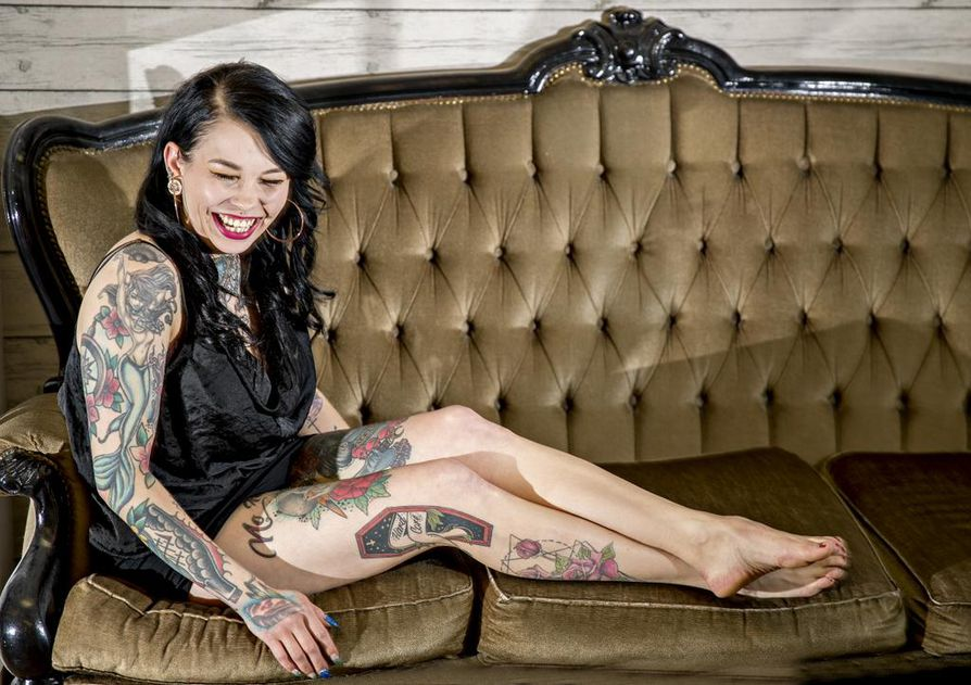 Tekla Vähärautiolle tatuoinnit ovat oman persoonan korostamista. Hänestä on myös ihana ottaa taitavien artistien taidetta iholleen.