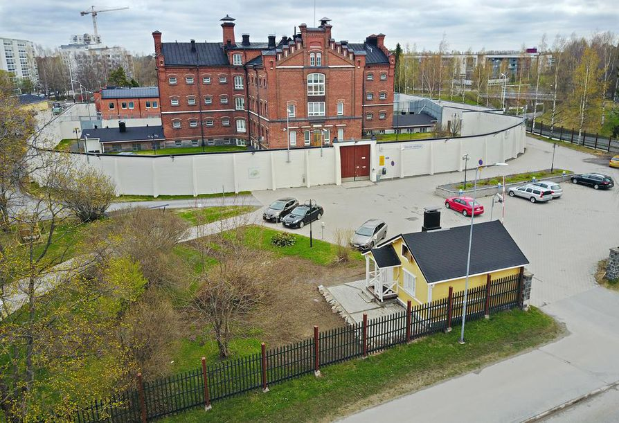 Oikeusministeriö on antanut Rikosseuraamuslaitoksen tehtäväksi kolmen vankilan yhdistämisen. Uuden vankilan paikaksi on ehdolla Hiukkavaara. Oulun lääninvankila aloitti Myllytullissa heinäkuussa 1885.